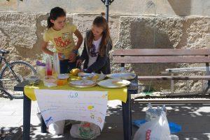 girls with lemonade stand